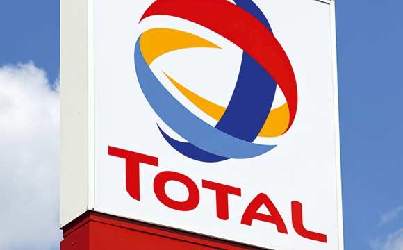Total startet mit Bonjour durch