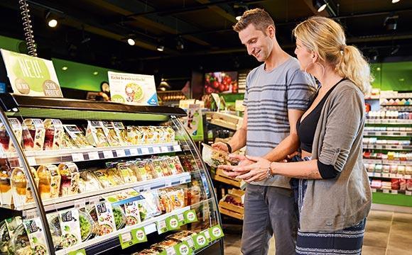 Shopper in der Tankstelle